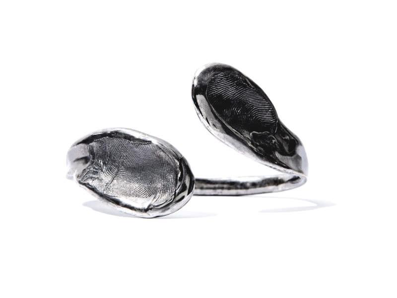02-Fingerprints-Black-platinum